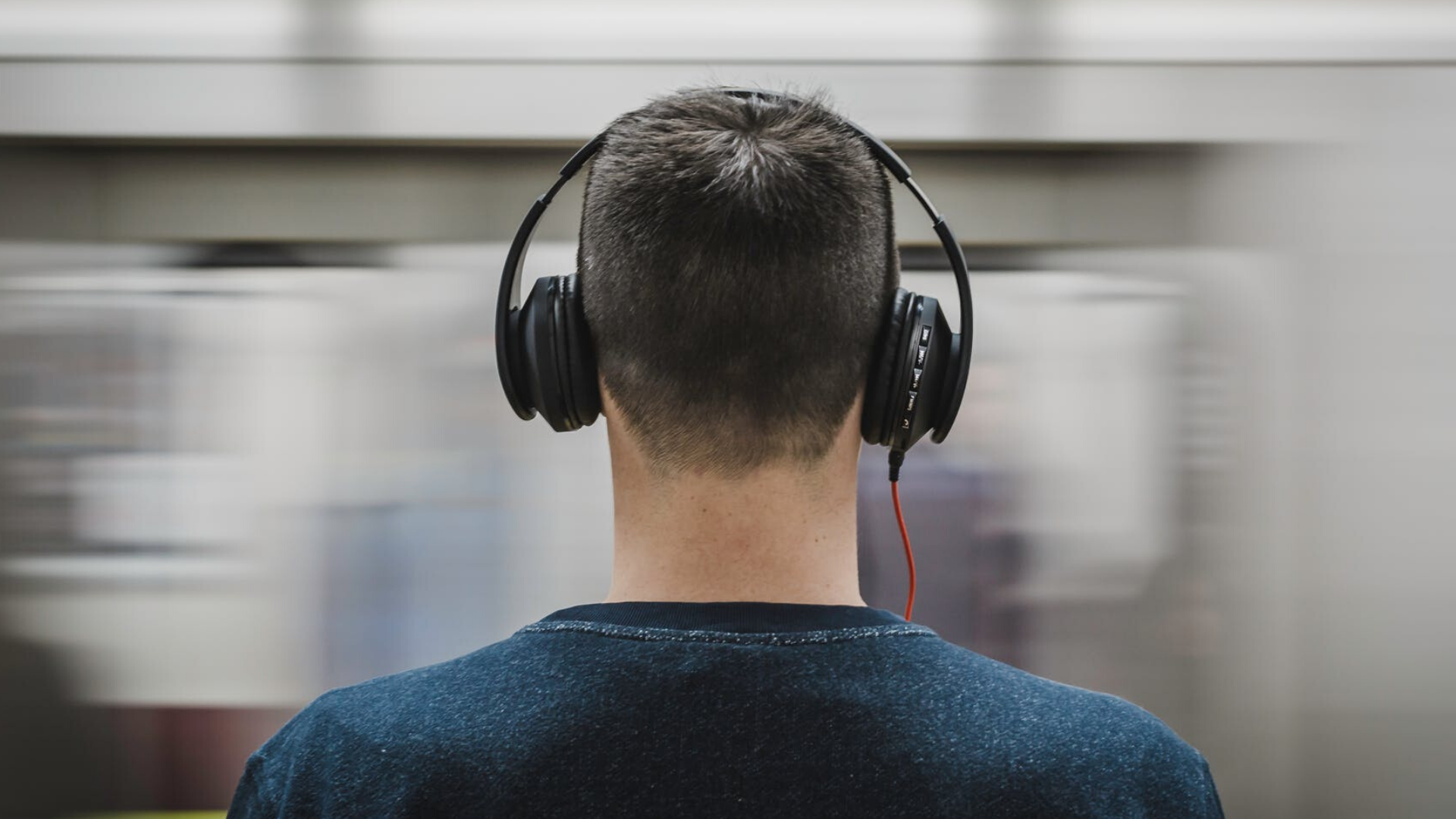 7 Side Effects of Listening to Music Over Headphones