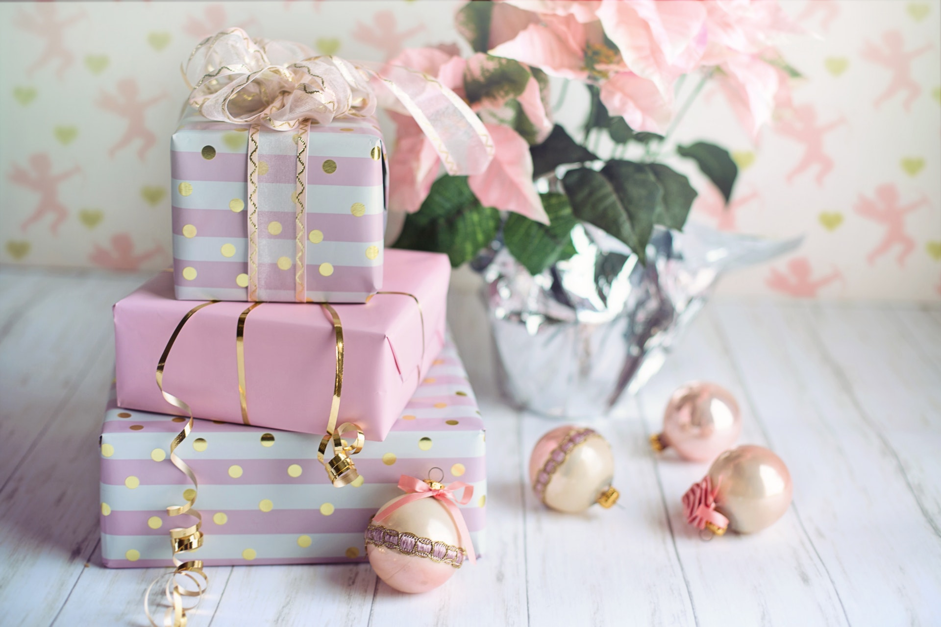 For 1 Year Wedding Anniversary Gift Ideas to Impress